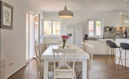 villa-vespera-porec-diningroom