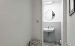 the-base-zagreb-bathroom2