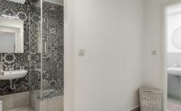 the-base-zagreb-bathroom3